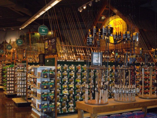 Bass pro shops gurnee mills for Bass pro shop fishing